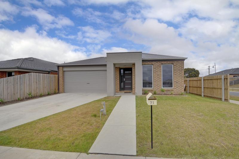 71 Mountain Grey Circuit, Morwell, VIC.