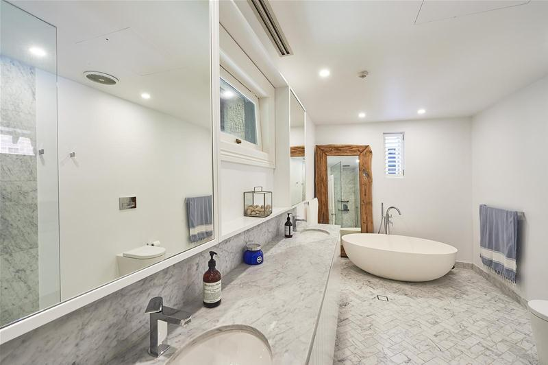 For sale:  5/11 Gladswood Gardens, Double Bay, NSW.