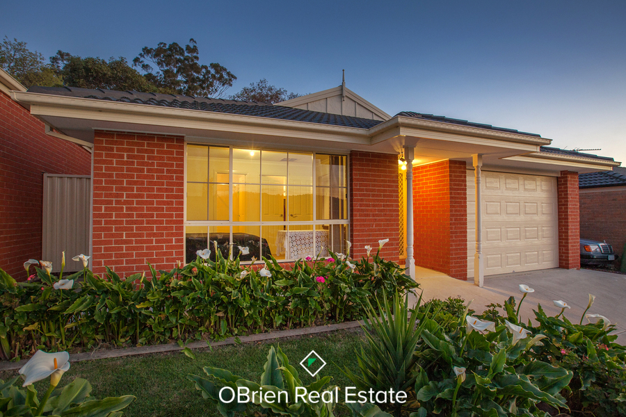 For sale:  4 Penarie Place, Pakenham, VIC