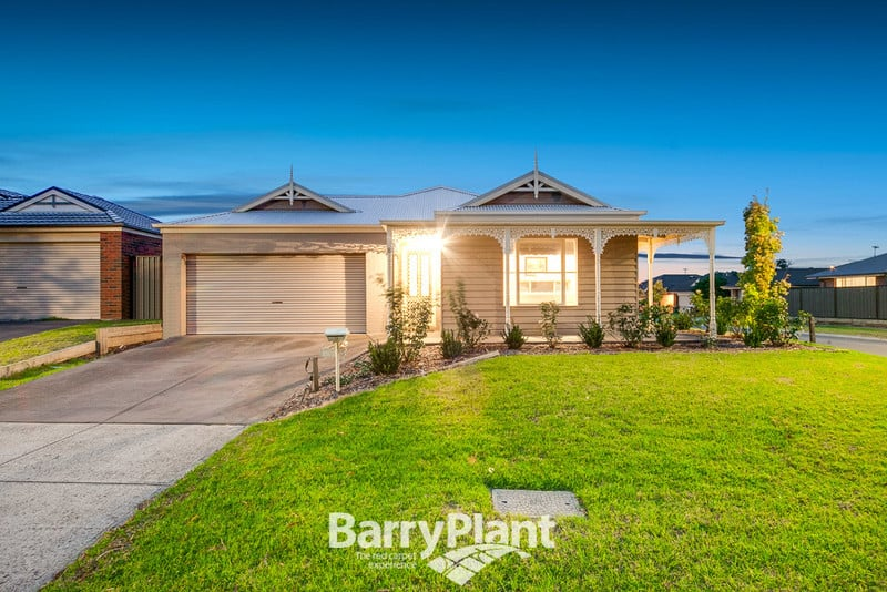 For sale:  8 Killarney Crescent, Pakenham, VIC