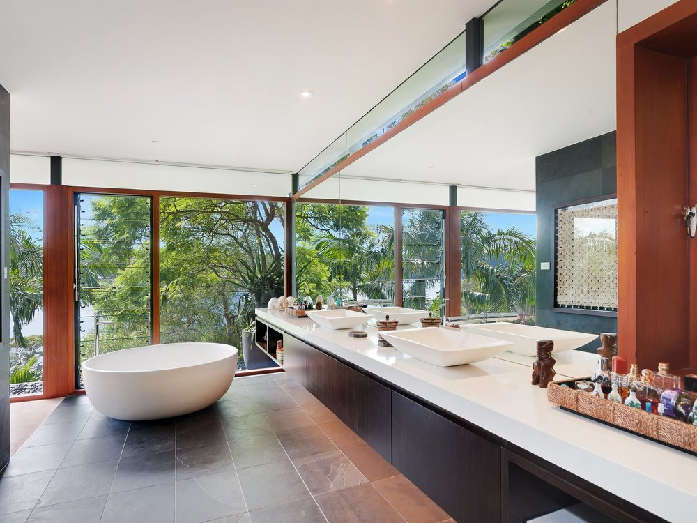 For sale: 1 Cheyne Walk, Castlecrag, NSW