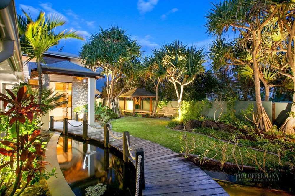 For sale:  2 Wavecrest Drive, Castaways Beach, QLD