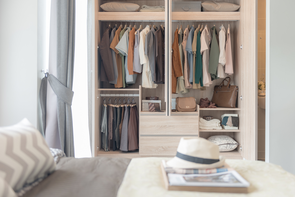 neat closet.jpg