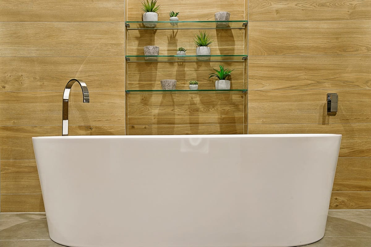 Arguments for & against the freestanding bath — Homely