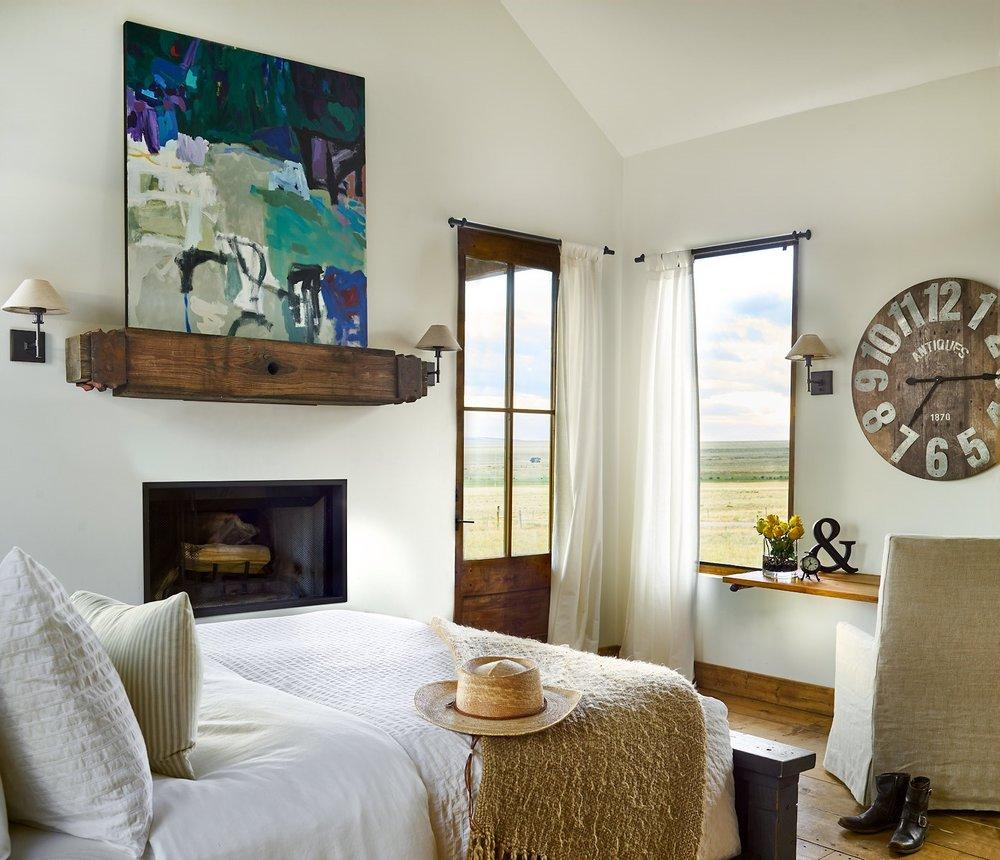 Publication: Colorado Homes & Lifestyles. Architecture & Design: Karen Sund of Sund Architecture. Photography:Patterson Architecture + Interior Photography. Stylist: Eliza Karlson. Artist: Ben Strawn.