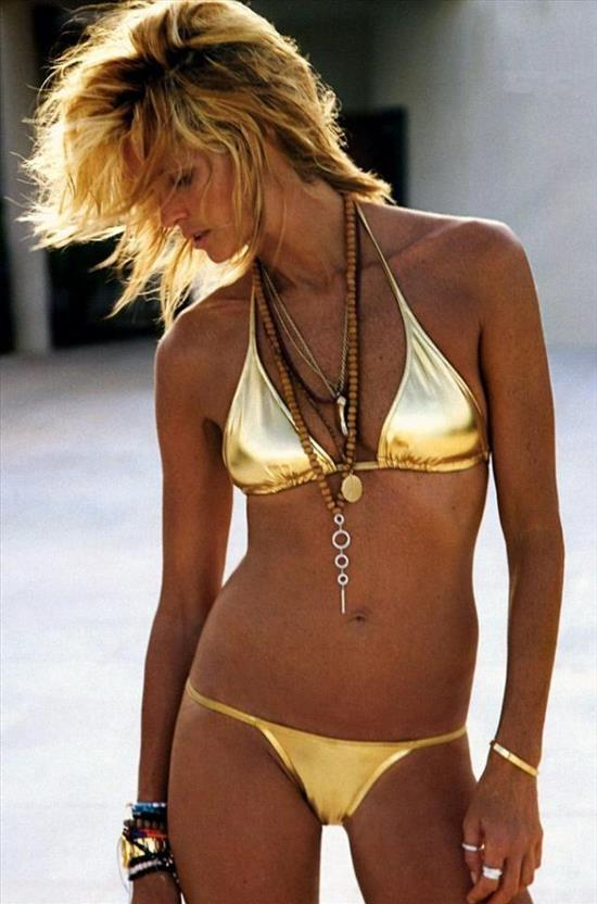 In my search this is what appears to be the earliest photograph taken of Elle MacPherson wearing the gold Rolex Daytona/bikini combination, although I am sure there are others.