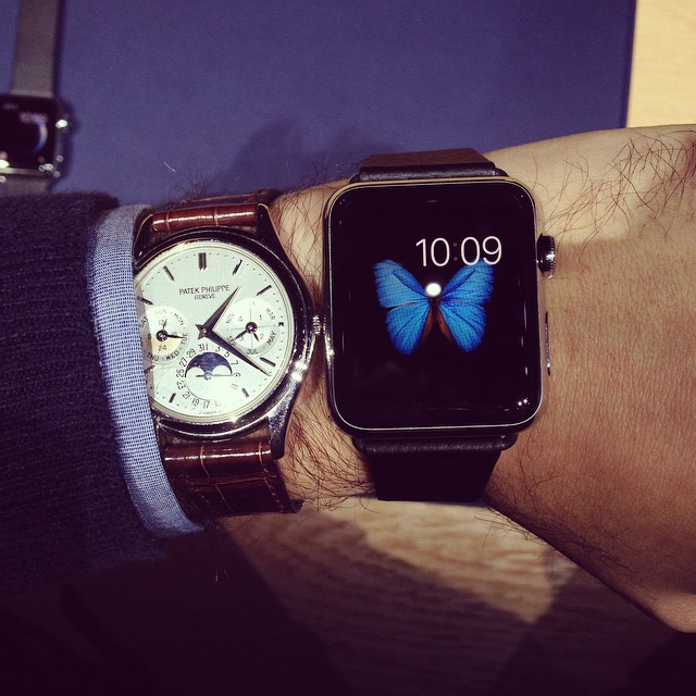 Ben Clymer from website Hodinkee demonstrating the 42mm Apple watch next to the classic Patek Philippe Ref.3940