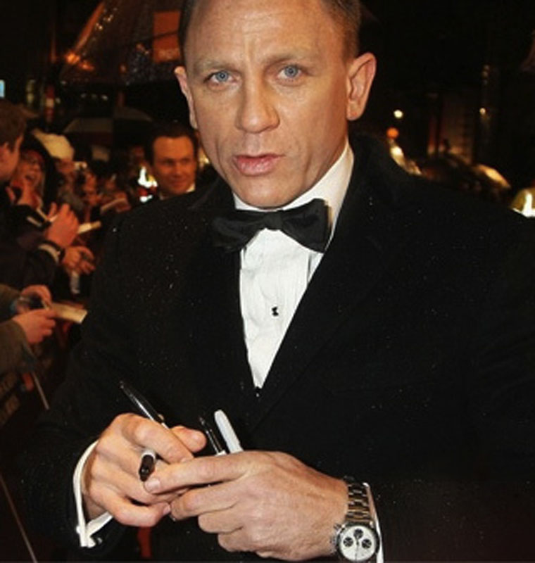 "8. Daniel Craig. Although the Bond star was the first to openly snub Rolex in the Movie 'Casino Royale' with the scripted line ""Beautiful watch, Rolex?"" to which Craig replies ""Omega"". In his personal life the actor prefers the later, vintage, not modern."