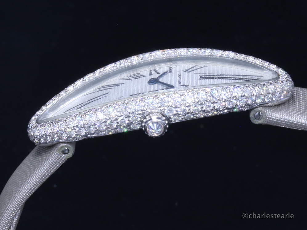 The white gold case is factory set with approx. 3.5cts of diamonds; this figure is far higher than the majority of similar diamond set ladies Cartier watches and possibly explain the relatively short production period.