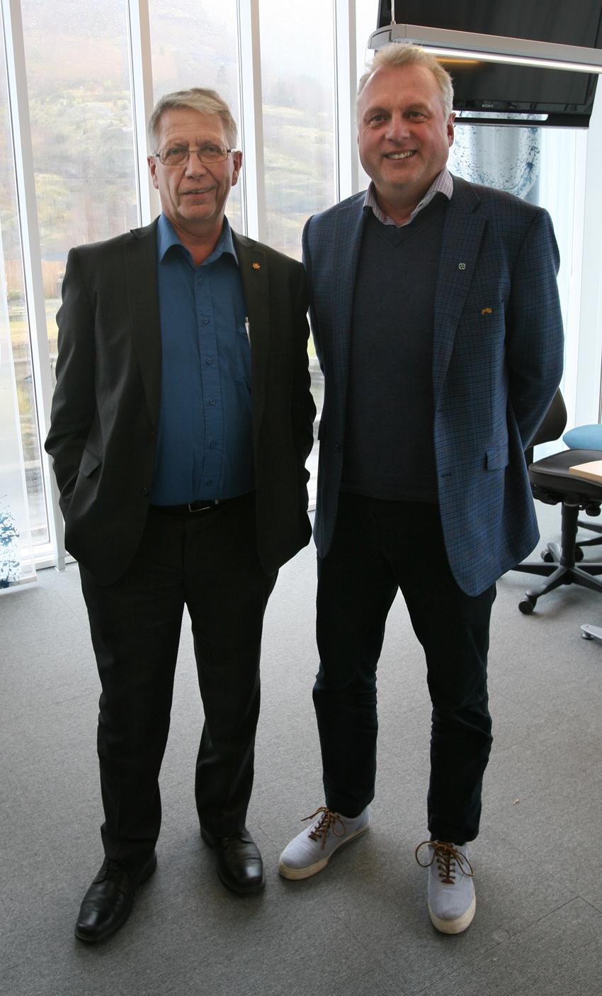 Vegdirektør Terje Moe Gustavsen og ordførar Jan-Geir Solheim i lokala der Nasjonalt løyveeining skal halde til. (tekst og foto: Odd Helge Brugrand)