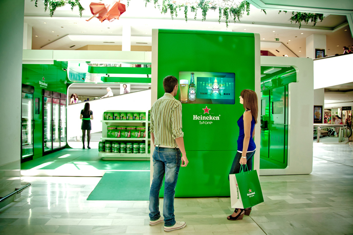 Heineken Store Shoppers 3D Screen.jpg
