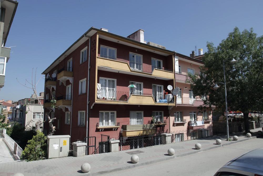 Nejat Ersin ve Demirlihaçe'de İkiz Apartmanlar
