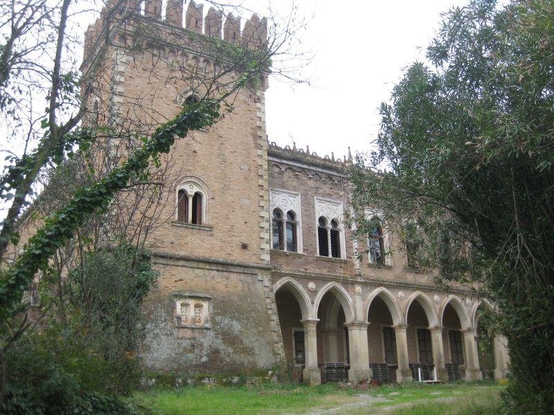 Korfu adasında bulunan Castello Bibelli adlı tarihi yapı dasatışa çıkarılanlar arasında