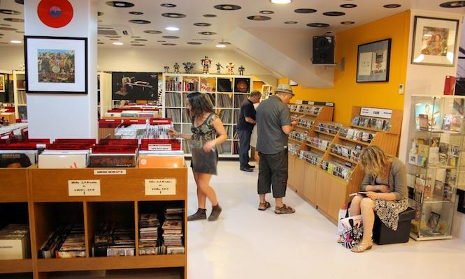 Louie Louie / Photo via lisbonrecordshops.com