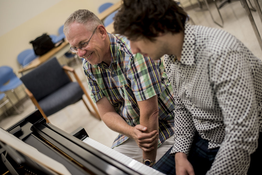Faculty member Anton Nel in a masterclass with Piano Institute participants.
