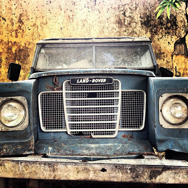 Old defender #landrover #oldcar #auto #4x4 #mourikite #haiti