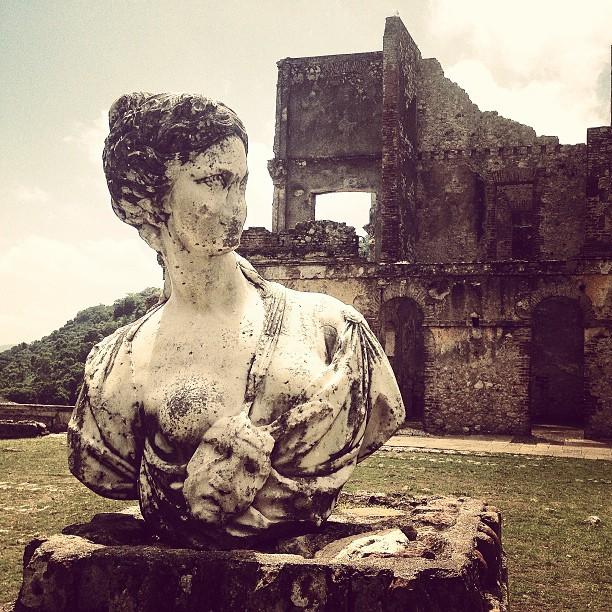 Deesse Nathalie Comedie #palaissanssoucis #milot #haiti #haititourism #palace #tourism #architecture #roi #henrychristophe #independance  (at Palais Sans Souci)