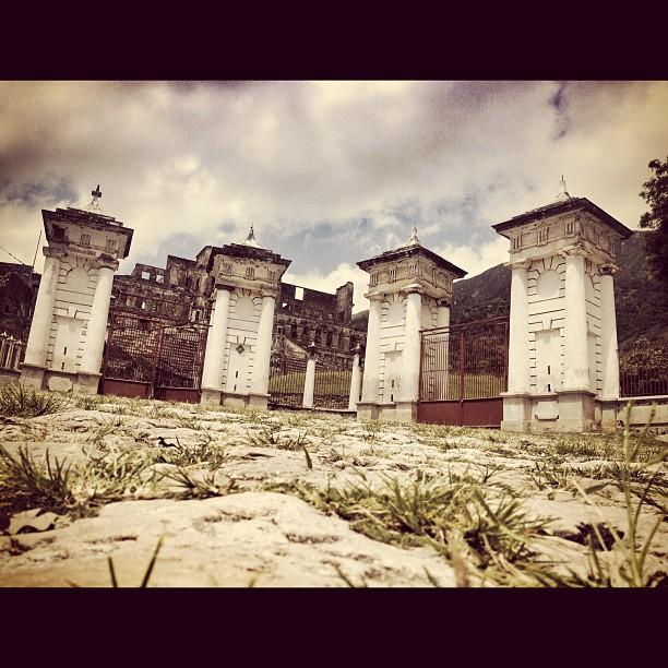 Le Grand Portail #palais sanssoucis #InstaSize #haiti #haititourism #milot #palace #henrychristophe #ayitise