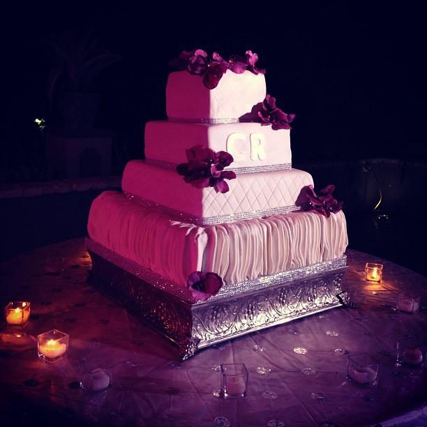 The cake #wedding #weddingphoto #hrmarsan #haiti #photographer #cake  (at Ritz Kinam II)