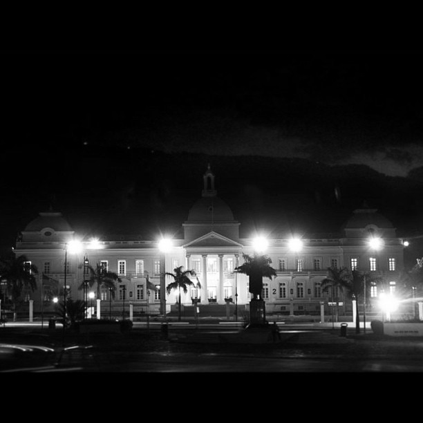Palais National #haiti #haititourism #architecture #bnw #nightphotography #longexposure #red #hrmarsan
