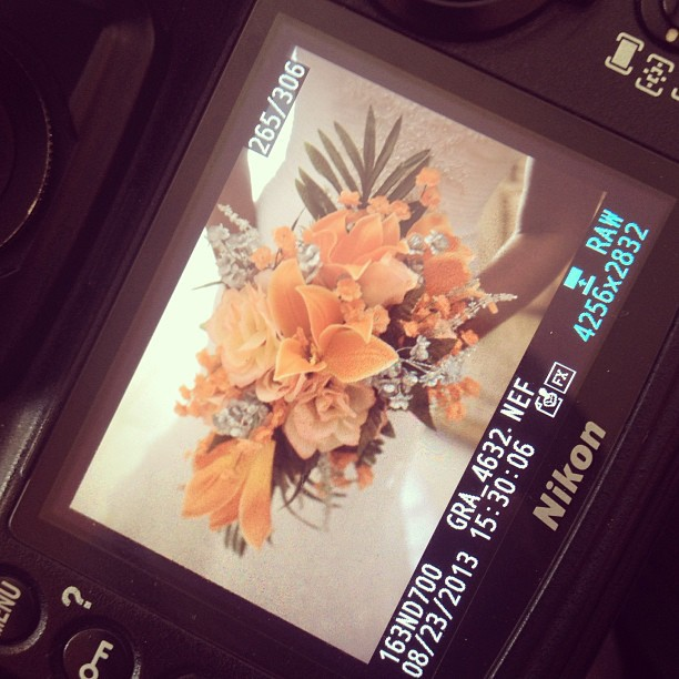 Wedding mode #zobouquet #weddingphoto #weddingphotographer #nikond700 #hrmarsan #flowers #bride #photography