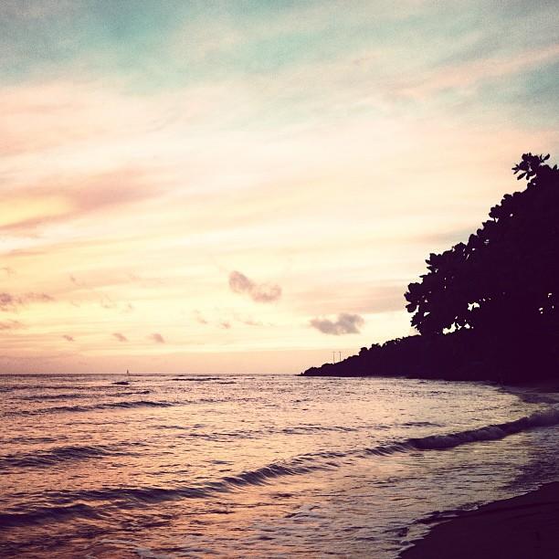 Good Morning! #sunrise #cormier #okap #haiti #beach #sea #sky  (at Cormier Plage)
