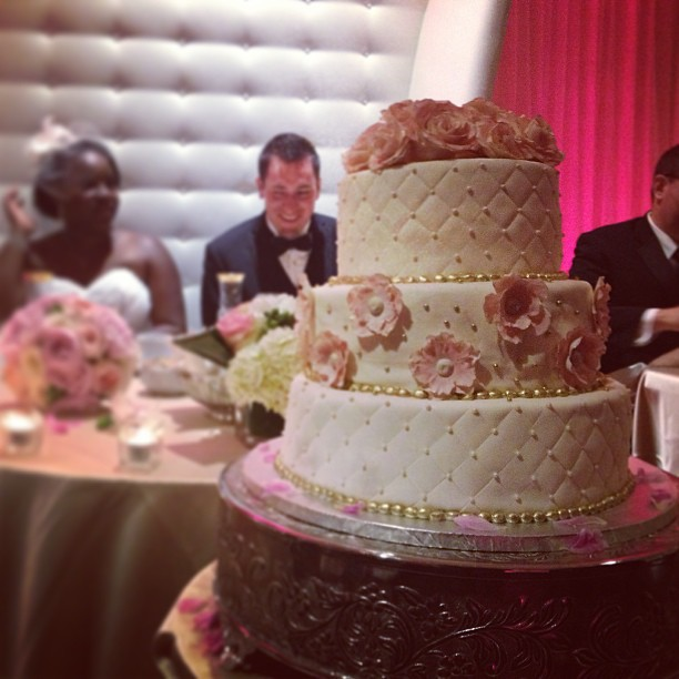 The cake! #cake #wedding #weddingphotographer #photography #montreal #hrmarsan #love
