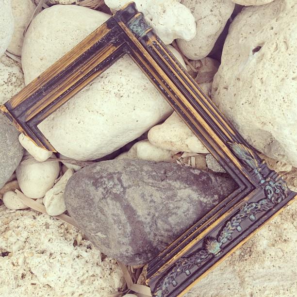Face cachee #frame #portrait #souvenirs #memoirs #nostalgic #beach #inspired #ayitise #thankyou