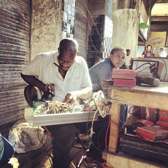 La survie #businessman #work #chachelavi #haiti #ayitise #anbalavil #portrait #rise    (at Downtown, Port-au-Prince)