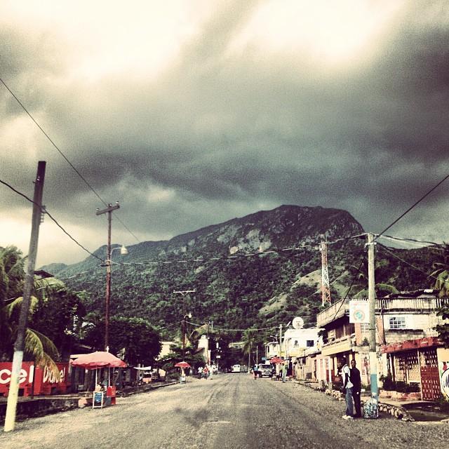 Ciel voile #noshooting #rain #milot #haiti #haititourism #graphcity #angry #sky #clouds  (at Palais Sans Souci)