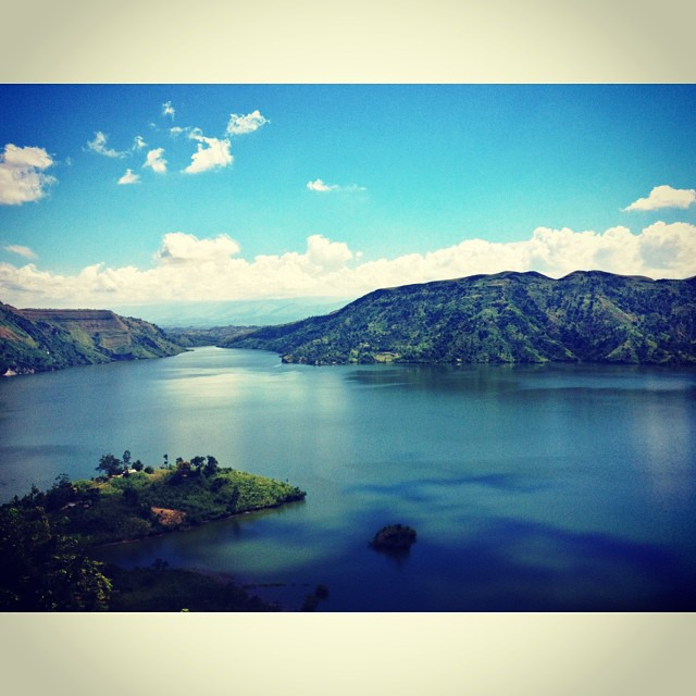 Bleu d'azur #lake #landscape #haiti #haititourism #inspired #peligre #mountains #scenery #sky  (at Lac de Peligre)