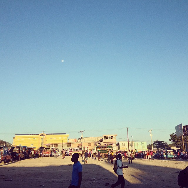 Bonjour ma Lune #morning #moon #haiti #street #photography #hrmarsan #inspired
