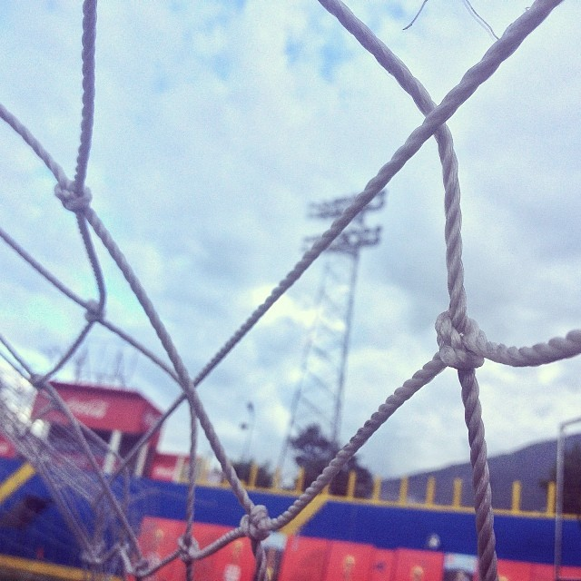Noeuds #goal #net #football #soccer #haiti #worldcuptour #fifa #stadium  (at Stade Sylvio Cator)