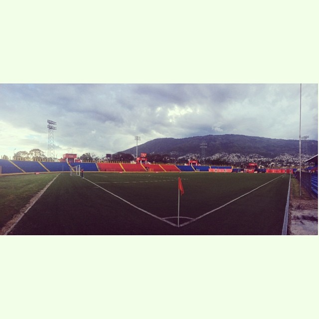 Bicolor en piste #stadium #football #soccer #haiti #stadesylviocator #inspired #worldcuptour  (at Stade Sylvio Cator)