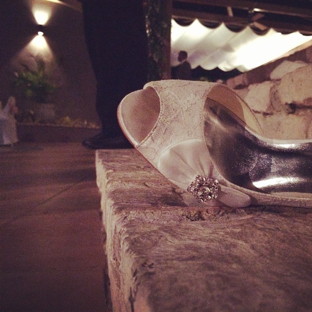 She lost it! #shoes #wedding #bride #weddingphotography #hrmarsan #haiti #inspired  (at Ritz Kinam II)