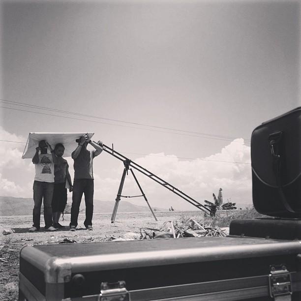 Gadr yon seri de neg kap travay! #filming #filmaker #kessler #crane #cooke #lens #graphcity