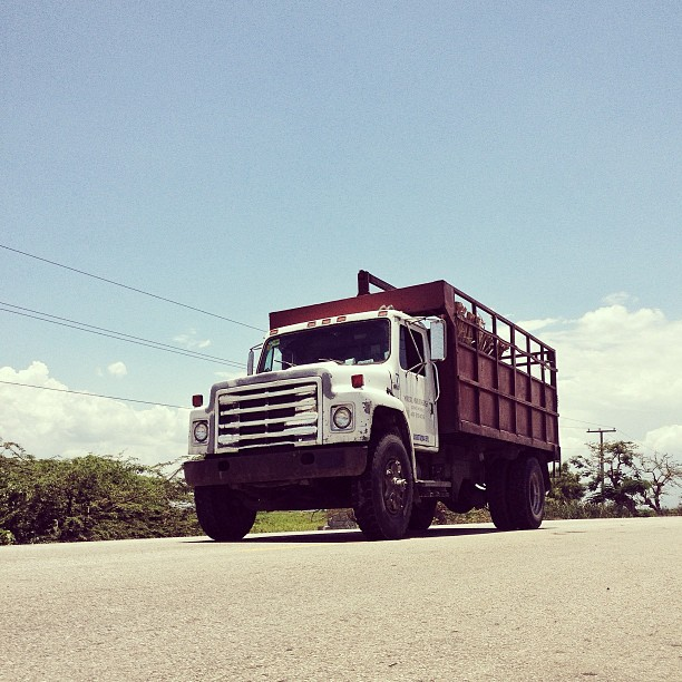 Truck on the road! #truck #kamion #diri #latibonit #haiti #haititourism #transportation