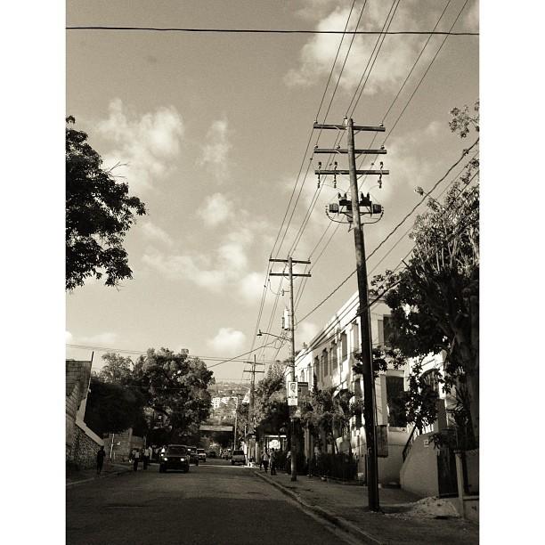 Lari a! #street #photography #morning #wire #bw #blackandwhite #petion-ville #haiti #InstaSize