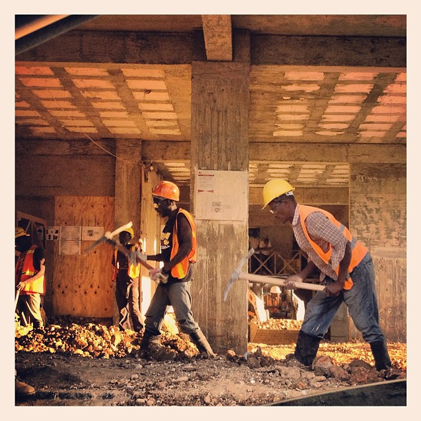 An Haiti se ak pikwa mou sevi! #construction #hotel #kinam #handworks #bosmason