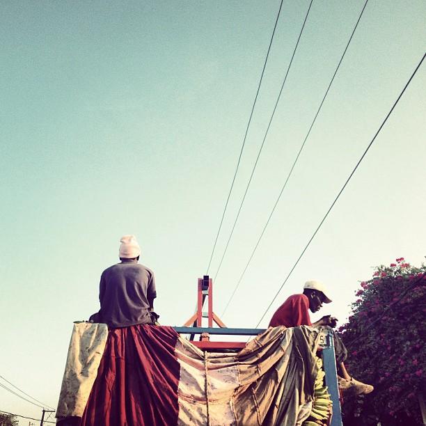 Cheche lavi #camion #truck #travailleur #hardwork #street #photography #haiti  (at Rte de Delmas)