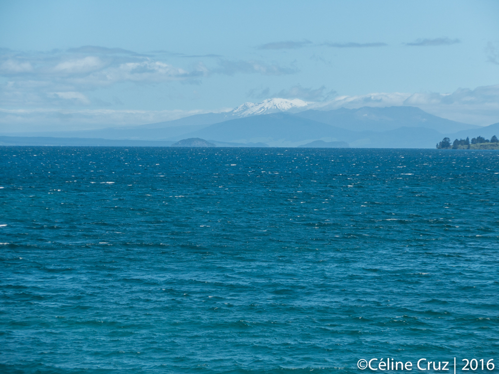 Lake Taupo with a view on Mt Ruapehu, Mt Ngauruhoe, Mt Tongariro