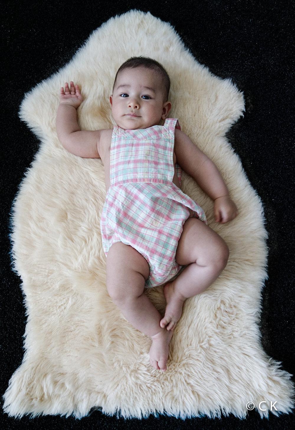 6 mois - avec la salopette vintage que j'ai moi même porté bébé