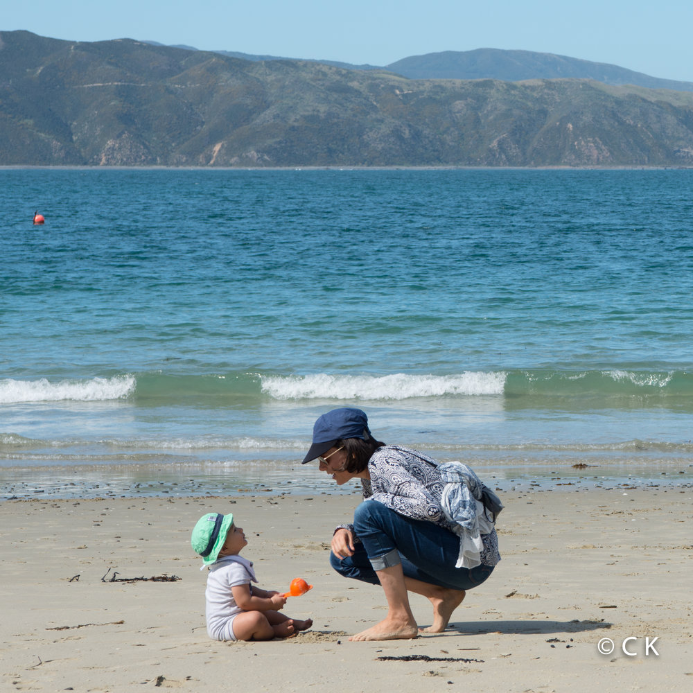 9 mois - Petite conversation en bord de mer....