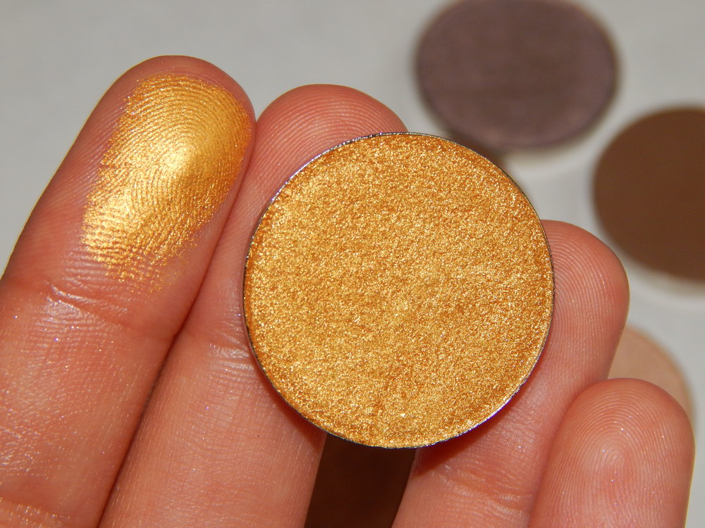 Coastal Scents Hot Pot in Seaside Bronze. This is the master of all gold eyeshadows. Gold eyeshadows are one of those things that look great on any skin shade and compliment all eye colors.