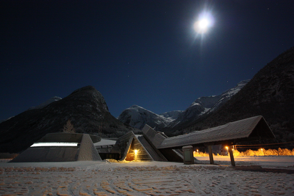 The Glacier Museum in moonlight winter night. Photo: Gaute Dvergsdal Bøyum.