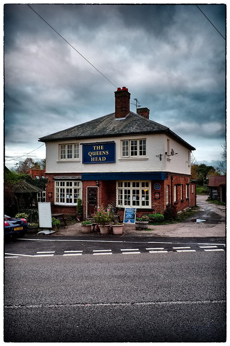 The Queens Head, Tebworth.  My Uncle's pub.  Visiting on the way back from London.