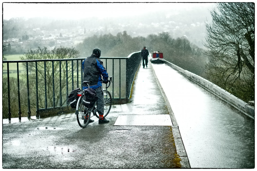 One way traffic on the Pontcysyllte aqueduct.