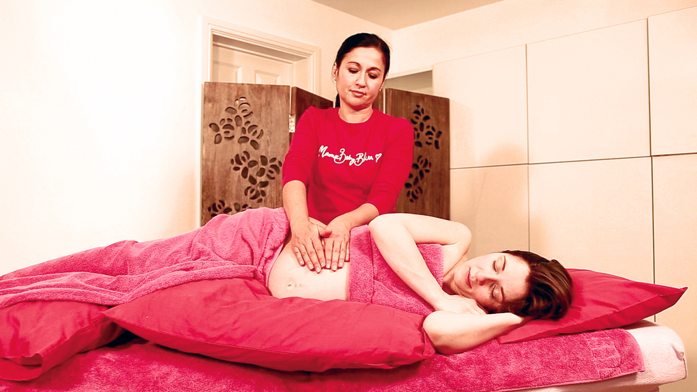 justing-perry-giving-pregnancy-massage