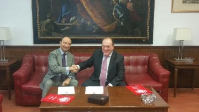 D. Raúl CANOSA USERA Y D. Ángel JUÁREZ ABEJARO, tras la firma del Acuerdo, en un ámbiente de gran cordialidad.