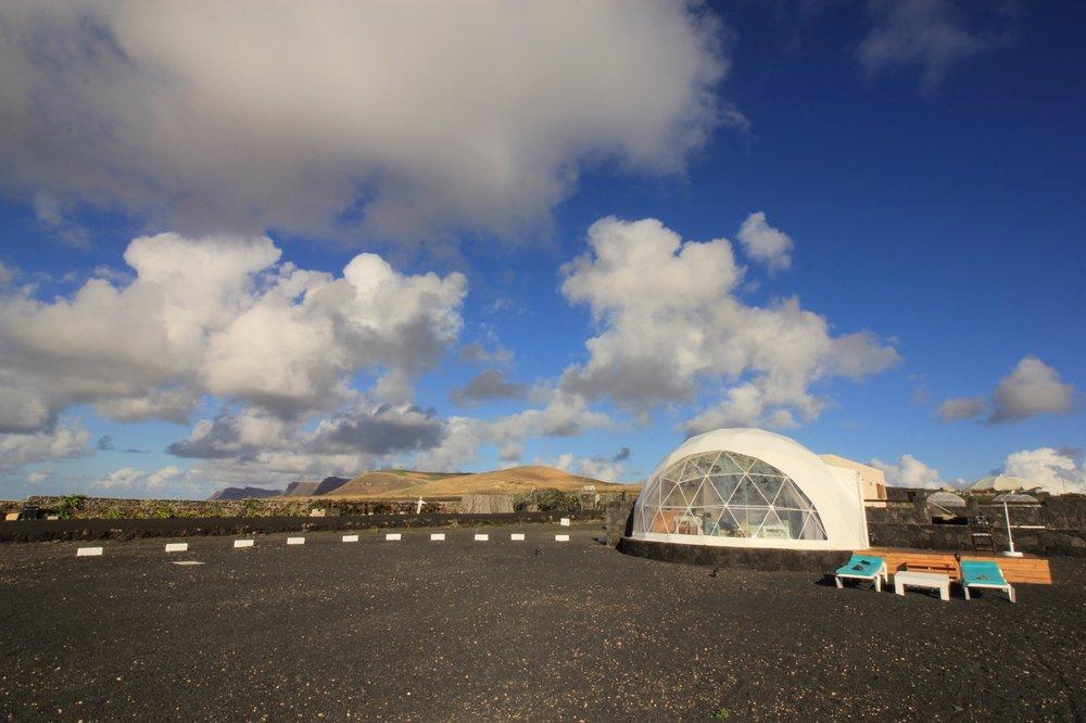 Lo spiazzo dinanzi l'Eco Dome